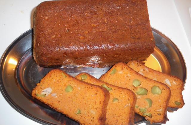 Cake au thon, tomate et cornichons - Photo par julyde