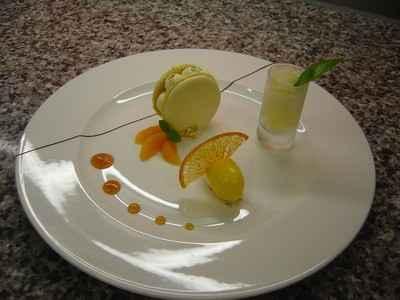 Macaron moelleux au citron, granité vodka orange et sorbet mandarine - Photo par 750g