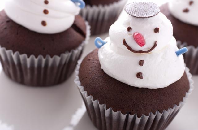 Cupcakes au chocolat en meringue de bonhomme de neige - Photo par 750g
