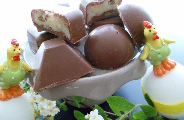 Chocolats au lait fourrés au chocolat blanc et noisettes - Photo par ericanD