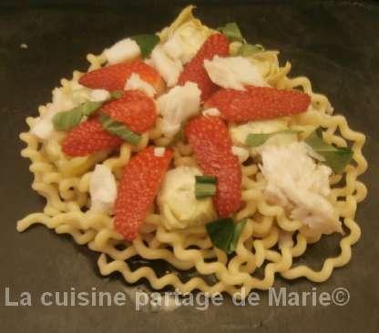 Salade de pâtes aux fraises et cabillaud - Photo par marierechou