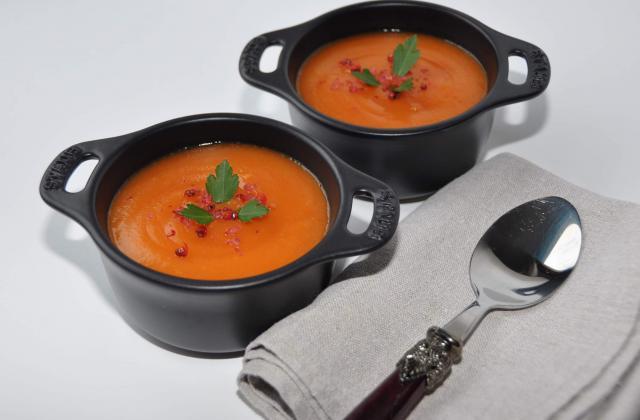 Velouté de carottes et pommes de terre aux baies roses - Photo par Amora