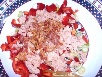 Salade de riz épicées aux coustilles de lard et poivrons - Photo par recettL