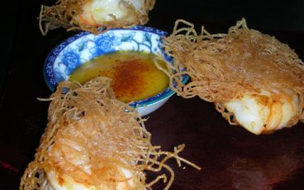 Crevettes marinées frites aux vermicelles de riz - Photo par sdussa
