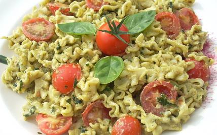 Pâtes au pesto et aux tomates cerises - Photo par La soupe à la citrouille