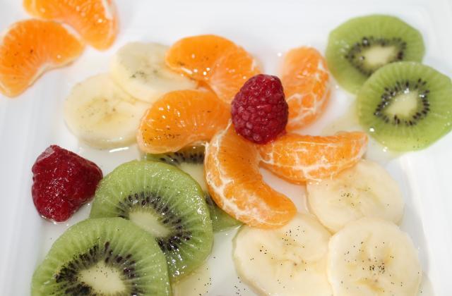 Salade de fruits de saison à la sauce huile vanille et miel - Photo par looxor