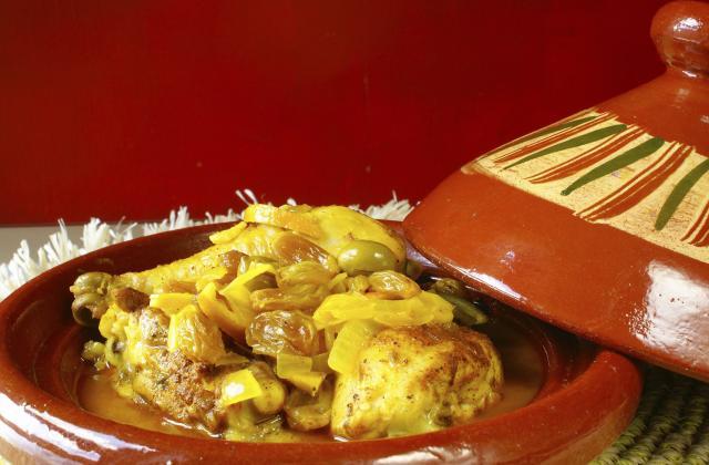 Tajine de poulet au citron confit, fenouil et aubergine - Photo par Chef Damien