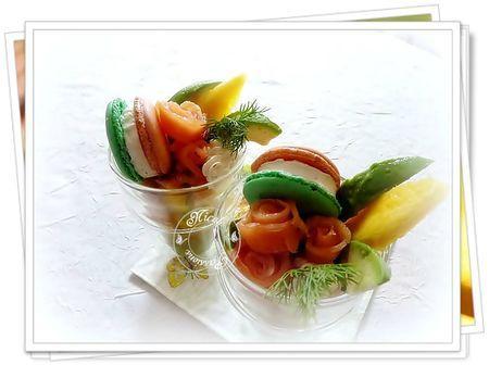 Verrine guacamole, mangue, avocat, saumon, macaron saumon, St Moret, aneth....... - Photo par nicole4X