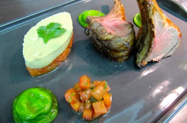 Côtes d'agneau rôties, tortellini de chèvre,calisson d'aubergine et tomate, harissa douce de Frédéric Doucet - Photo par Frédéric Doucet