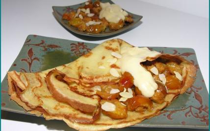 Crêpes au lait d'amandes, mirabelles, pain d'épices et crème au lait d'amandes - Photo par latabledepenelope