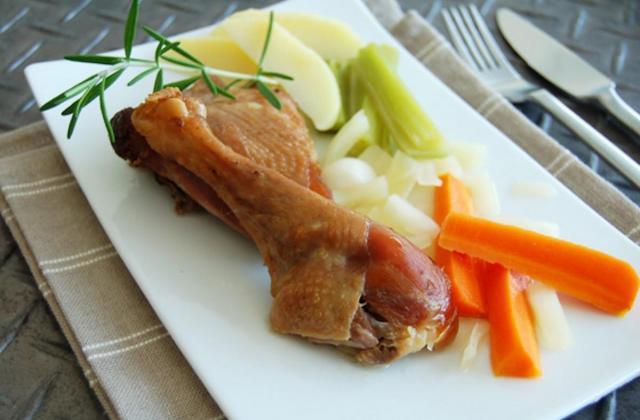 Cuisse de poule confite façon pot-au-feu - Photo par Jean Routhiau