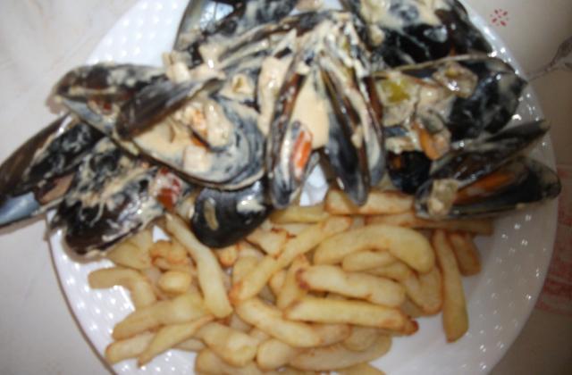 Moules marinières avec frites - Photo par gaellelecolo43