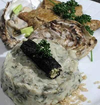 Tartare d'algues et huîtres, rouleau de nori, sablé breton - Photo par gwenSC