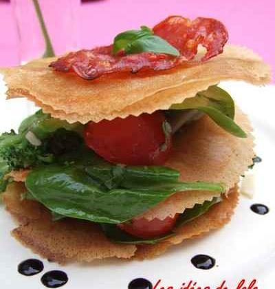Mille-feuille de légumes printaniers croquants et une sucette de tomate cerise en habit de caramel et sésame - Photo par lapopotedelolo