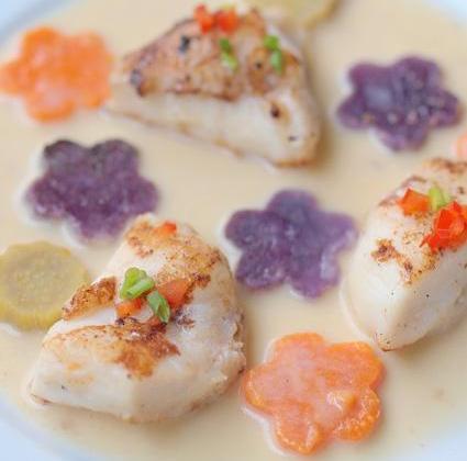 Joues de lotte à la vanille de Tahiti, fleurs de patates douces - Photo par la cocinera loca