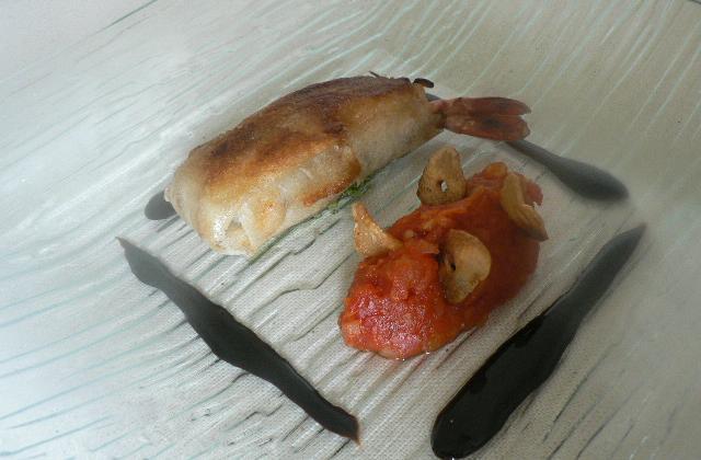 Croustillant de gambas, concassée de tomates rouelle d'ail - Photo par philippev