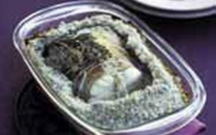 Baudroie en croûte de sel - Photo par FranceAgriMer