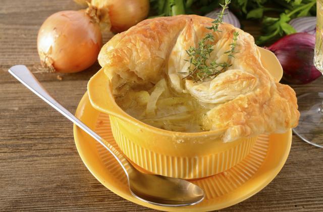 Soupe à l'oignon et son feuilleté au fromage - Photo par Chef Christophe