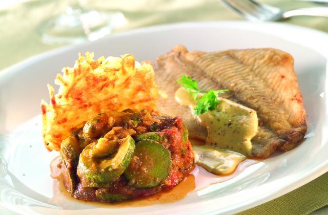 Petit carrelet, gaufre de pommes de terre et courgette à la provençale - Photo par Cassegrain