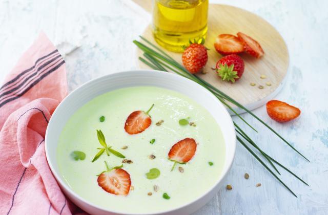 Crémeux de petits pois et fèves, copeaux de fraises à la coriandre - Photo par St Môret