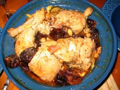 Tajine de poulet aux pruneaux sur courgettes & pois chiches - Photo par la cuisine de nounouille