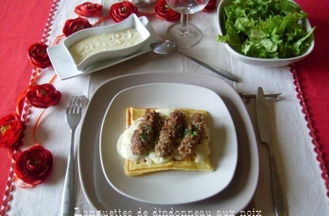 Languettes de dindonneau aux noix, sur lit de gaufre, sauce Mornay - Photo par mamigoz