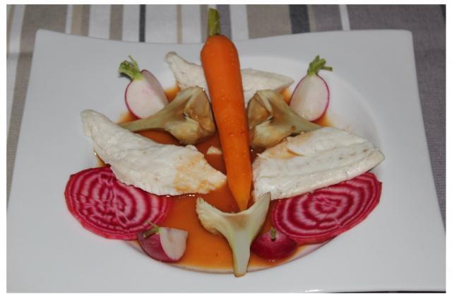 Un cuit cru de légumes de saison au bouillon de légumes Ariaké et sa daurade royale pochée au bouillon de coquillage Ariaké - Photo par Ambiances culinaires