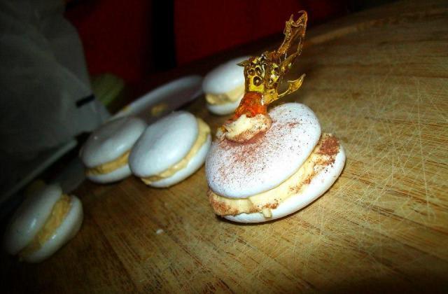 Meringue fourrée à la crème au beurre saveur vanille - Photo par nanoubAb
