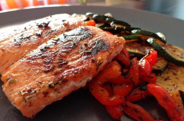 Pavé de saumon mariné aux agrumes et ses légumes grillés - Photo par fkatia