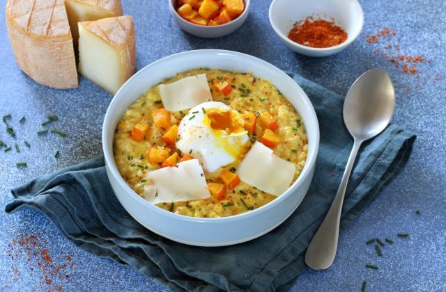 Porridge salé au potimarron rôti, fromage Pur Brebis Pyrénées et oeuf poché - Photo par Silvia Santucci