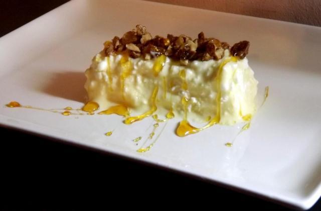 Envie sucré  le cottage cheese flirt avec les cacahuètes pralinées et coulis de miel - Photo par henninlaura