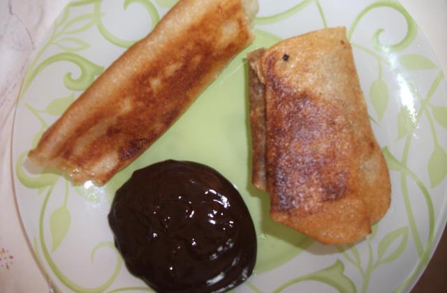 Nems à la banane et sauce chocolat - Photo par gaellelecolo43