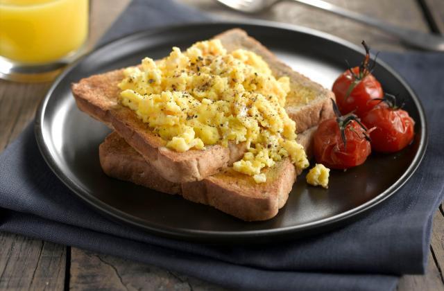 Tartines aux œufs brouillés - Photo par Warbutons