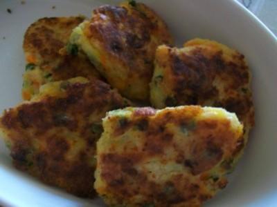 Palets de pommes de terre et ses petits légumes - Photo par shusha