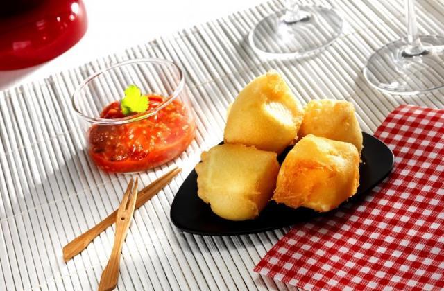Croquettes de Brie Le Rustique au chutney de tomates cerises - Photo par Quiveutdufromage.com