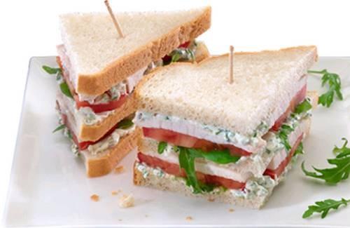 Sandwich au poulet, Philadelphia et herbes aromatiques - Photo par Philadelphia