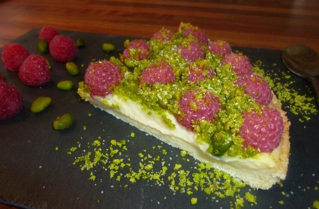 Tarte sablée framboises / pistaches émondées - Photo par Au coeur