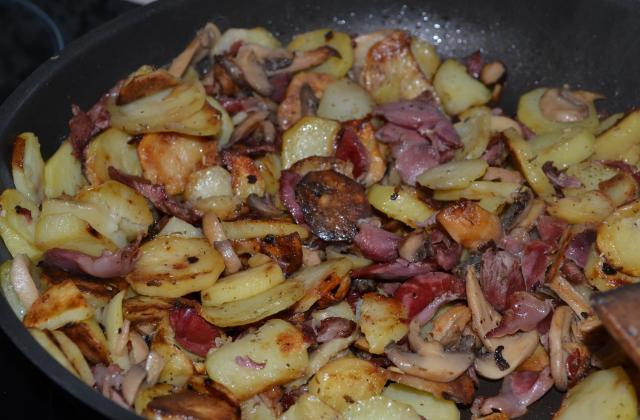 Poêlée de pommes de terre, gésiers, champignons - Photo par carolimLX