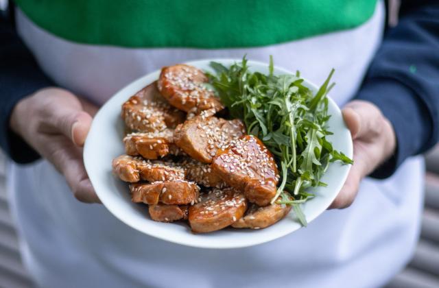 Filet mignon de porc caramélisé et salade de roquette - Photo par 750g