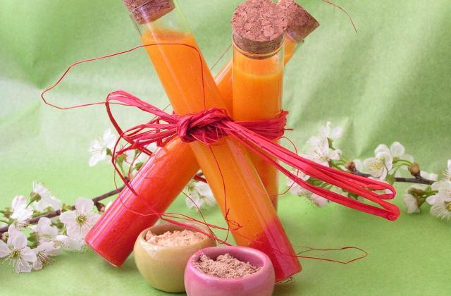 Potion magique ou smoothie mangue, carottes, fraises, jus de betteraves et épices - Photo par misyl4
