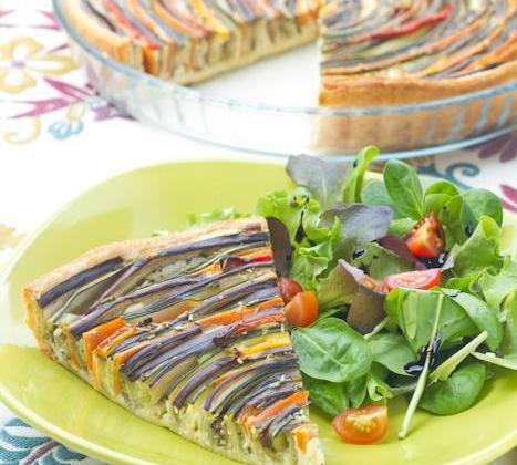 Tarte-spirale provençale aux légumes d'été - Photo par Amora