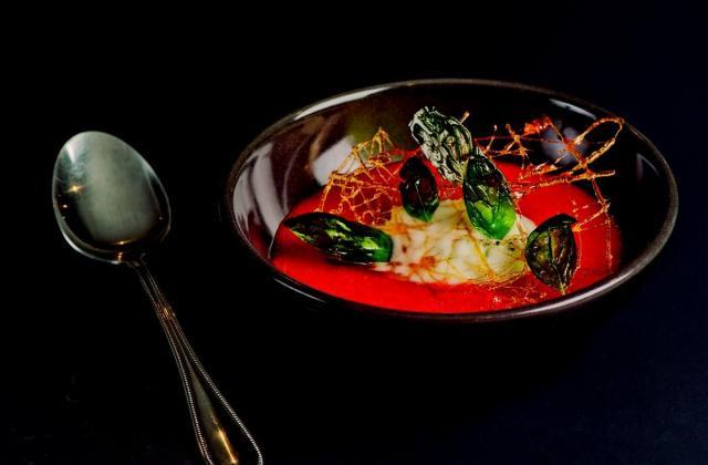 Soupe de fraises, sorbet basilic et tuile de caramel - Photo par Mon Primeur