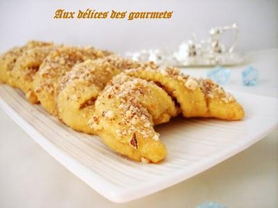 Cornes de gazelle aux amandes et aux amandes et aux miel (t'charak M'aassel) - Photo par fimere2