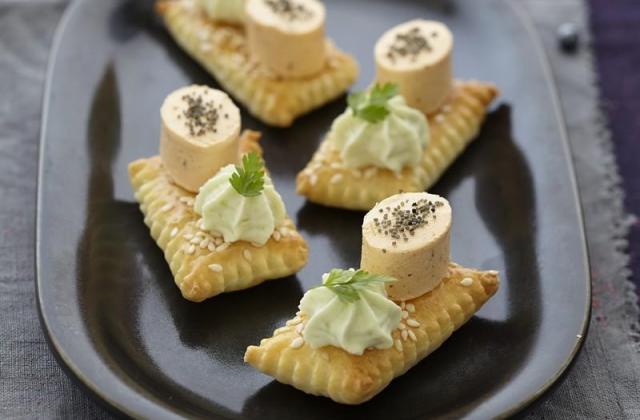 Feuilleté au sésame, chantilly wasabi et Apérivrais Saumon - Photo par Quiveutdufromage.com