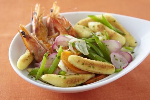 Wok de quenelle et légumes croquants aux crevettes - Photo par Saint Jean