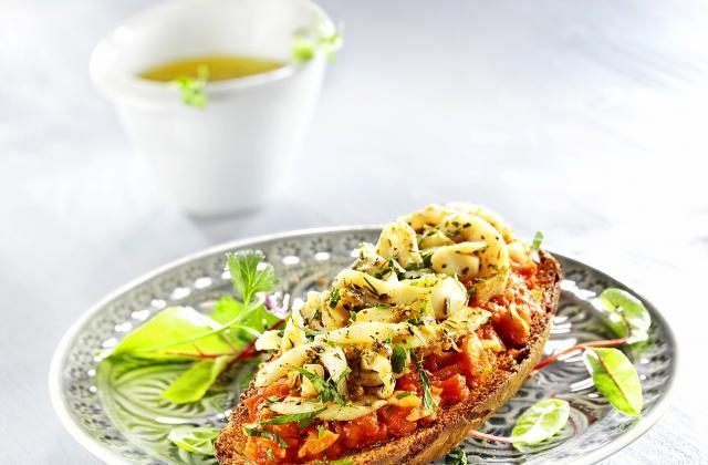 Tostada de seiches rôties sur compotée de tomates - Photo par pavill1
