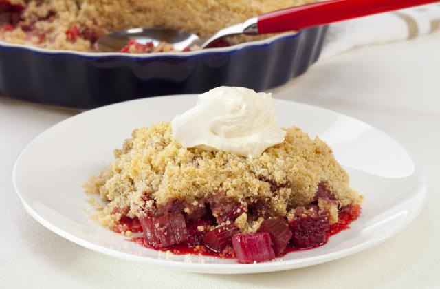 Crumble fraise et Rhubarbe - Photo par Mel's way of life