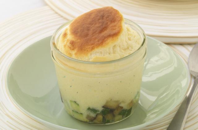 Soufflé au Boursin cuisine échalotes & ciboulette et petits légumes - Photo par Boursin® Cuisine