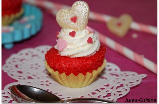 Cupcakes redvelvet vanille et glaçage coquelicot - Photo par juleacuisine