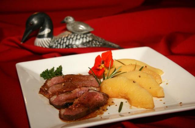 Magret de canard aux coings à la vapeur de romarin - Photo par jackieyZ